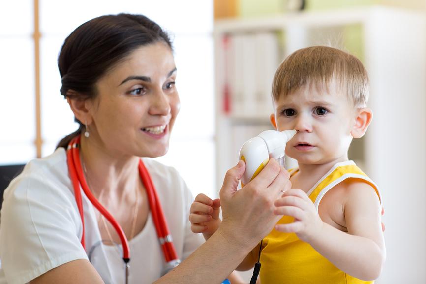 Как убрать насморк у ребенка